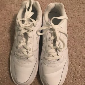 white nike shoes air force